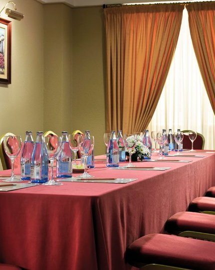 The hotel Sercotel Príncipe Paz has 3 function rooms with ...
